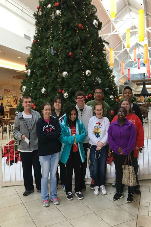 Midlothian+students+visited+Chesterfield+Towne+Center+to+shop+for+family+and+enjoy+lunch.