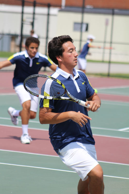 Alex+Knorpp+works+hard+for+Midlo+Tennis.