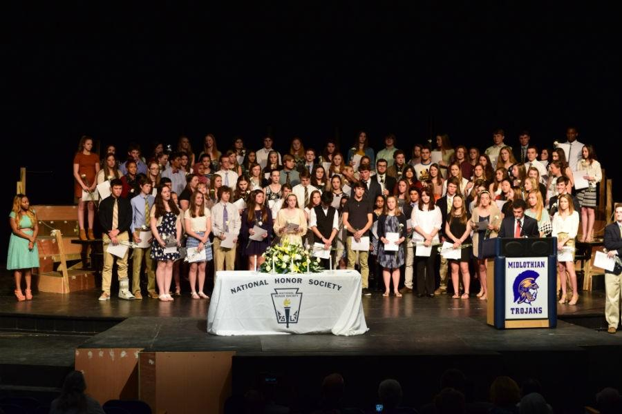 Newly+inducted+members+of+NHS+gather+as+a+group.