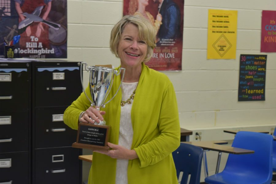Mrs.+Amy+Tucker+holding+the+Teachers+Recognizing+Teachers+trophy+for+her+dedication+to+Midlothian+High+School+for+24+years.