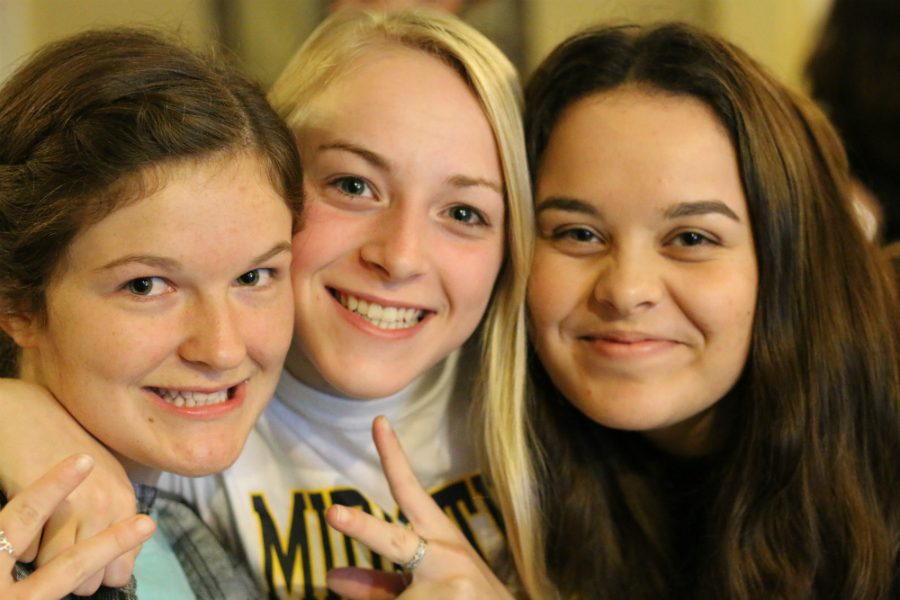 Seniors Lily Cox, Emily Peachee, Hannah Hodges