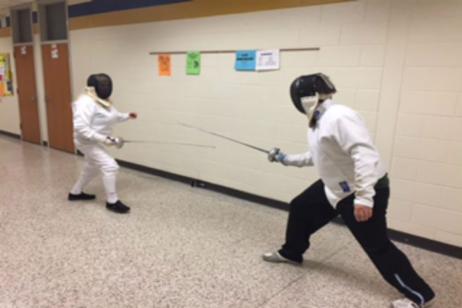 Two+fencers+demonstrate+a+live+duel.