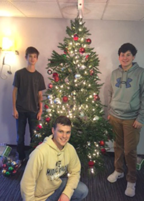 Luke+Manheim+and+Ryan+Klaiber+adding+a+little+holiday+spirit+to+the+Doorways+by+putting+up+a+nicely+decorated+Christmas+tree.
