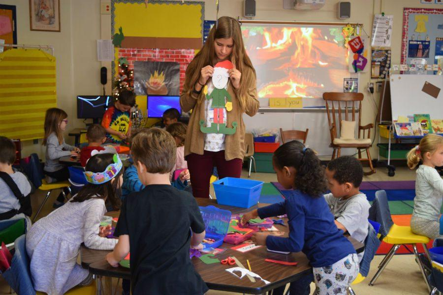 Ellen Tucker helps her Service Learning students with their holiday activity.