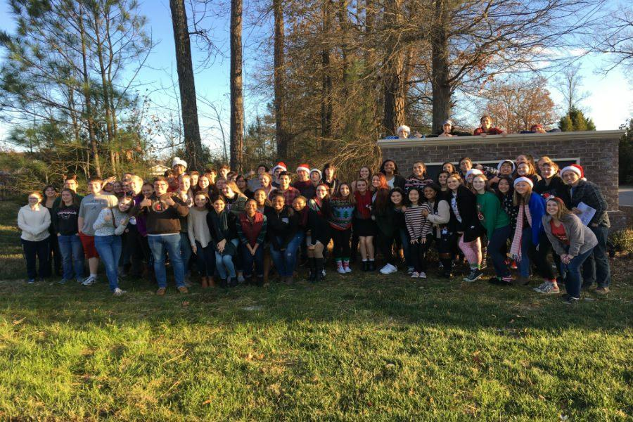 Tri-M+students+spead+holiday+cheer+to+mebers+of+a+senior+adult+facility.