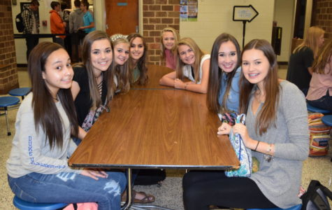 Midlo freshmen make the most out of lunch together.