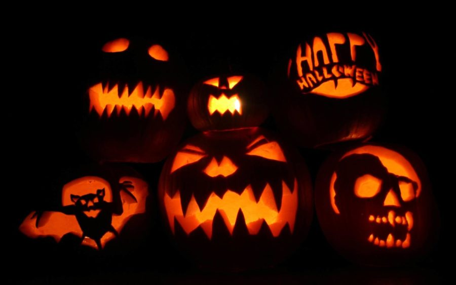 Carving+pumpkins+is+the+best+way%2C+besides+movies+and+trick+or+treating%2C+to+celebrate+Halloween.