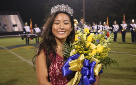 Senior Vice President Joy Li wins homecoming queen.