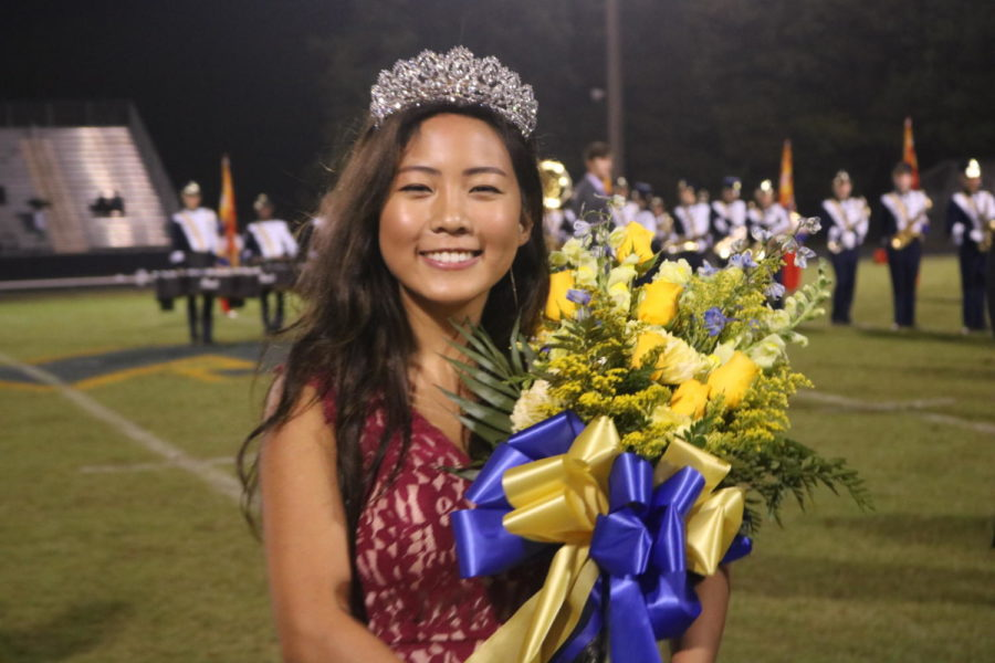 Senior+Vice+President+Joy+Li+wins+homecoming+queen.+