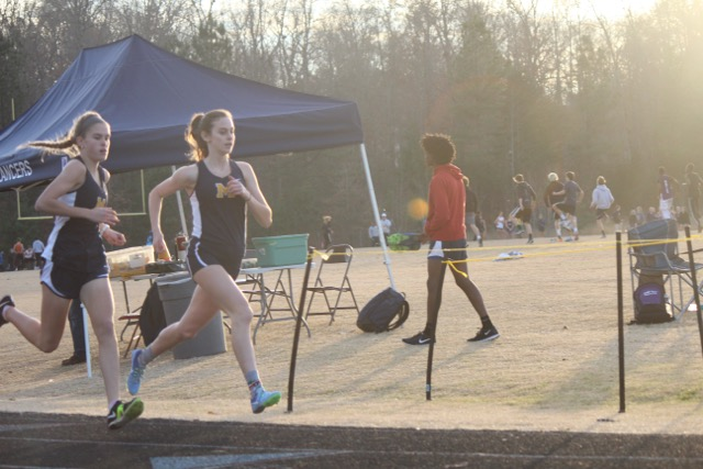 Caroline Bowe and Ashlyn Ferguson compete in the 1000 meter race.