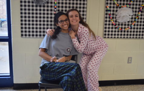Midlo Students Pull Off a Comfy Pajama Day