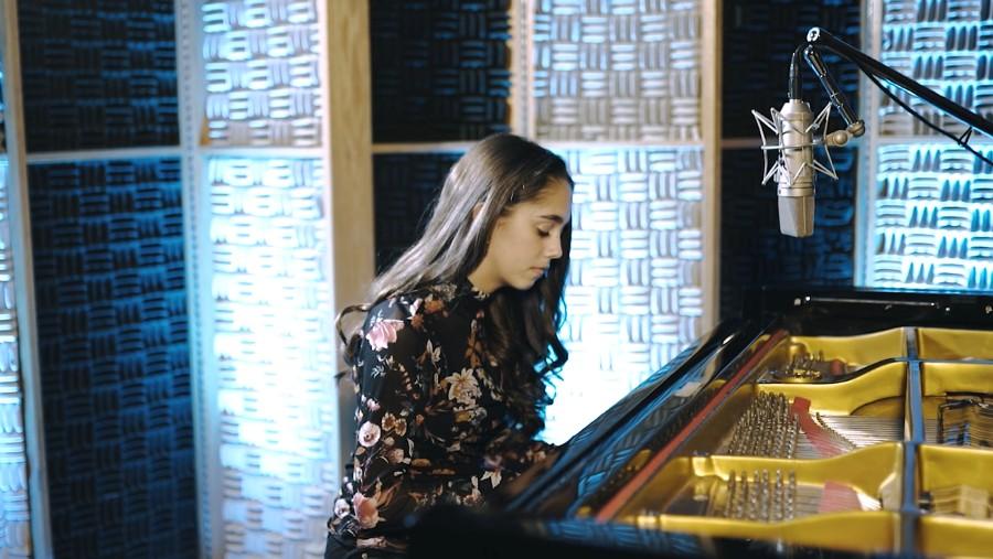Sophia Nadder sings a cover of