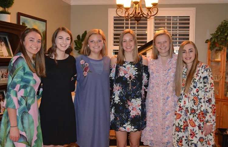Midlo+students+prepare+to+attend+Spring+Fling.