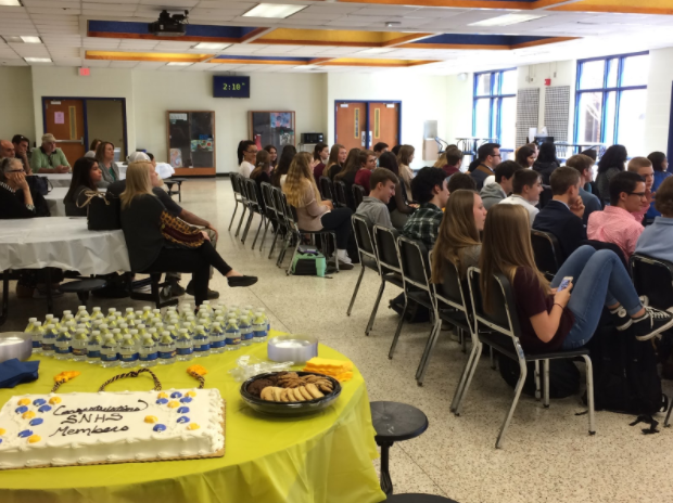 The+2018+SNHS+inductees+respectfully+listen+to+the+speeches.+
