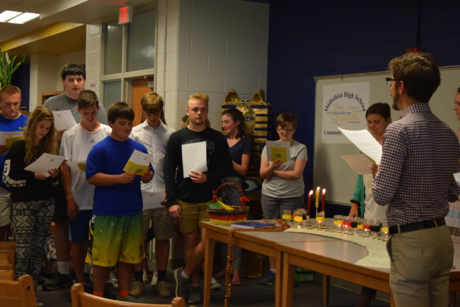 The new German Honor Society inductees take the oath promising to bring light and friendship into the world.
