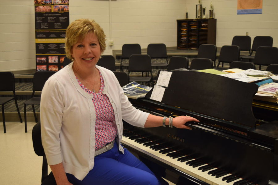 After 35 years of teaching at Midlothian High School, Mrs. Michelle Graham retires.