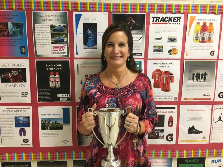 Mrs. Carolyn Manheim received her Teachers Recognizing Teacher award from Mr. Mark Spewak.