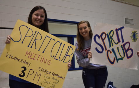 Spirit Club officers attract freshmen with loud posters at the Club Fair.