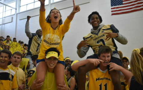 Students Cheer for Blue and Gold