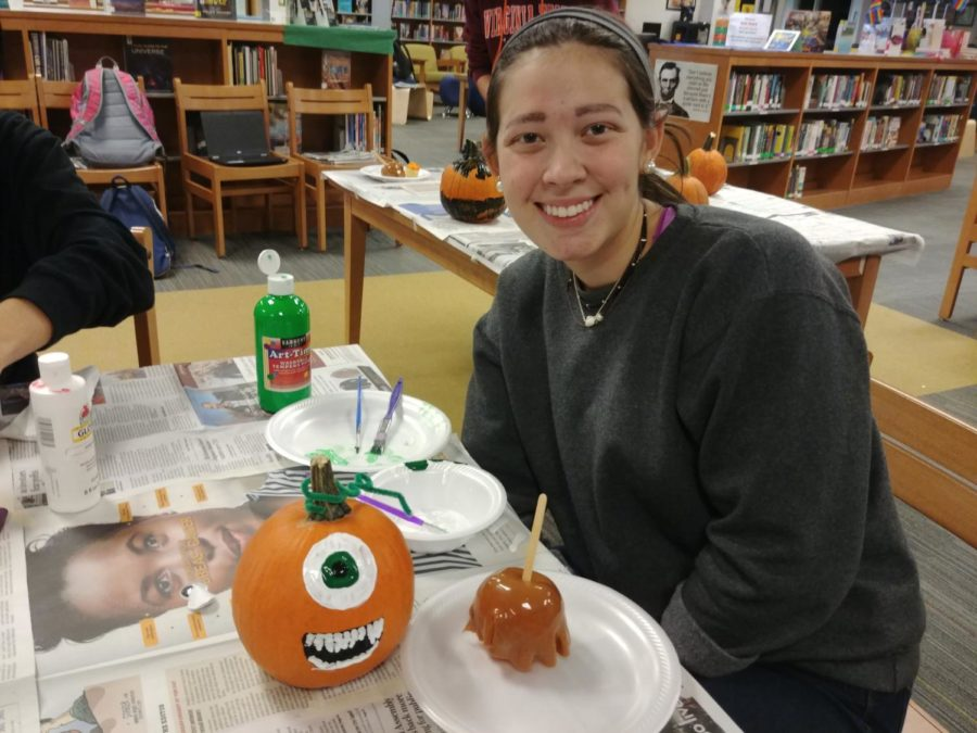Morgan+Sensabaugh+adds+her+finishing+touches+onto+her+pumpkin+at+the+Midlo+Library%27s+Pumpkin+Pizzazz+event.