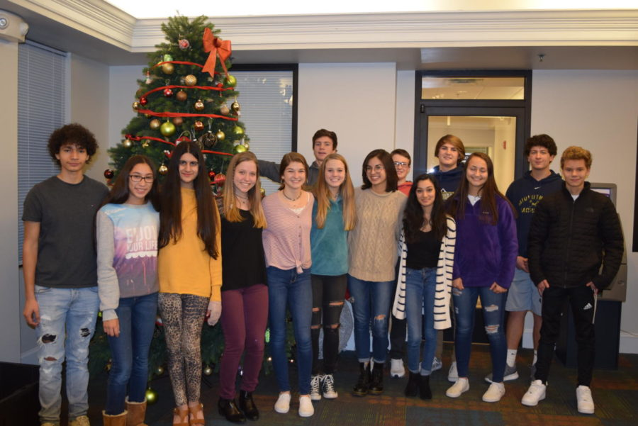 The+Interact+Club+travels+to+the+Doorways+to+spread+holiday+cheer.+