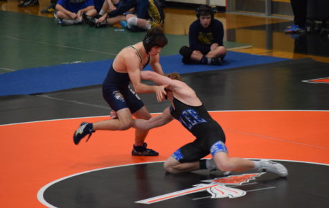 Midlo Wrestling Aims High at the Arrowhead