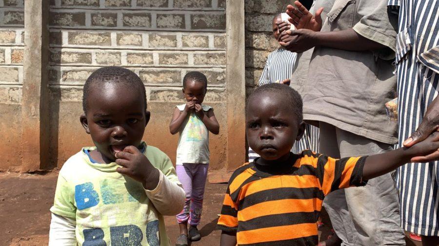 Hannah+Bridges+meets+and+greets+families+in+Kenya.+