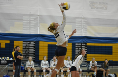 Midlothian Girls Volley Against Freeman