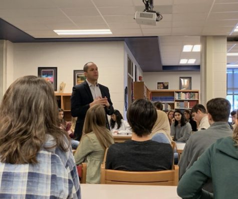 Siddiqi Talks Textbooks With Midlo Students