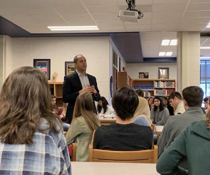 Dr.+Siddiqi+discusses+physical+versus+online+textbooks+with+AP+students.