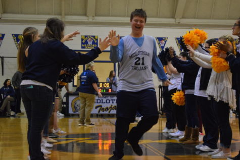 Midlo Medford Basketball Celebrates Seniors at Final Home Game