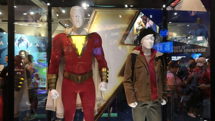 Shazam%21+costumes+naturally+draw+the+attention+to+all+audiences.