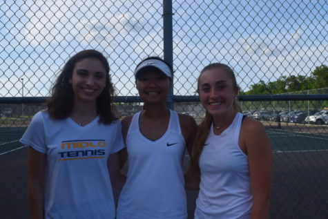 Tennis Seniors Leave Their Mark on the Court