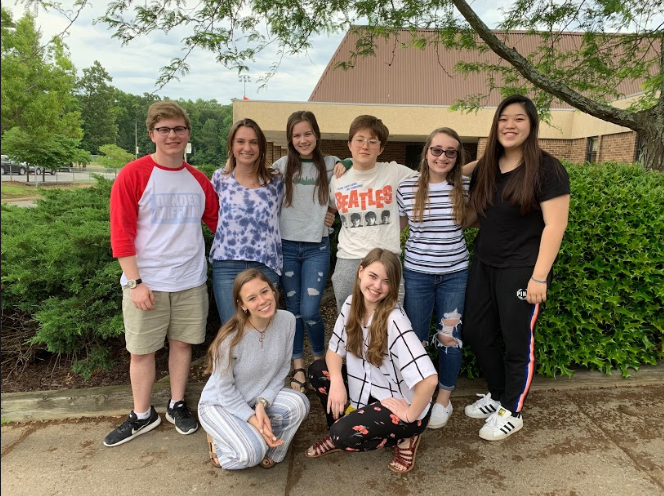 Brent Novey, Carrie Rowley, Caitlin Woods, Marisa Ruotolo, Sarah Ruotolo, Anna Chen, Sophie King and Rachel Bybee say their last goodbyes to the Midlo Scoop.