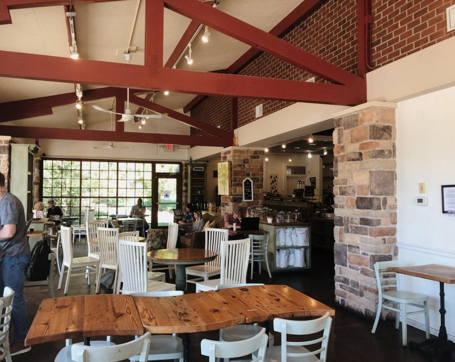 The+Urban+Farmhouse+Cafe+offers+a+bright+and+lively+scene+for+all+patrons.
