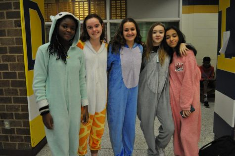 Seniors Imitate Vines for Spirit Week