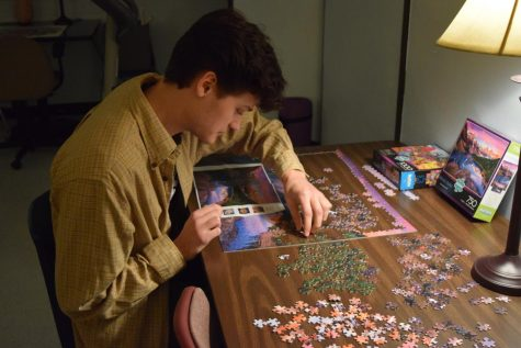 Senior Conan Darrah focuses on mindfulness as he completes a puzzle in the FAR Room.