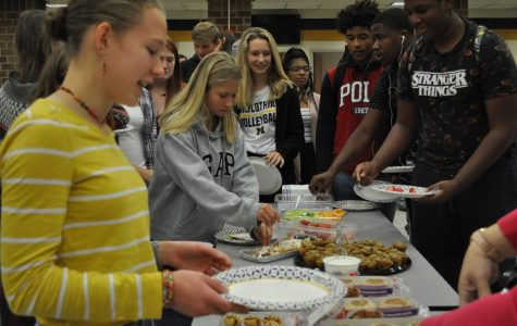 Midlothian students dig in at the 2019 New Student Breakfast.