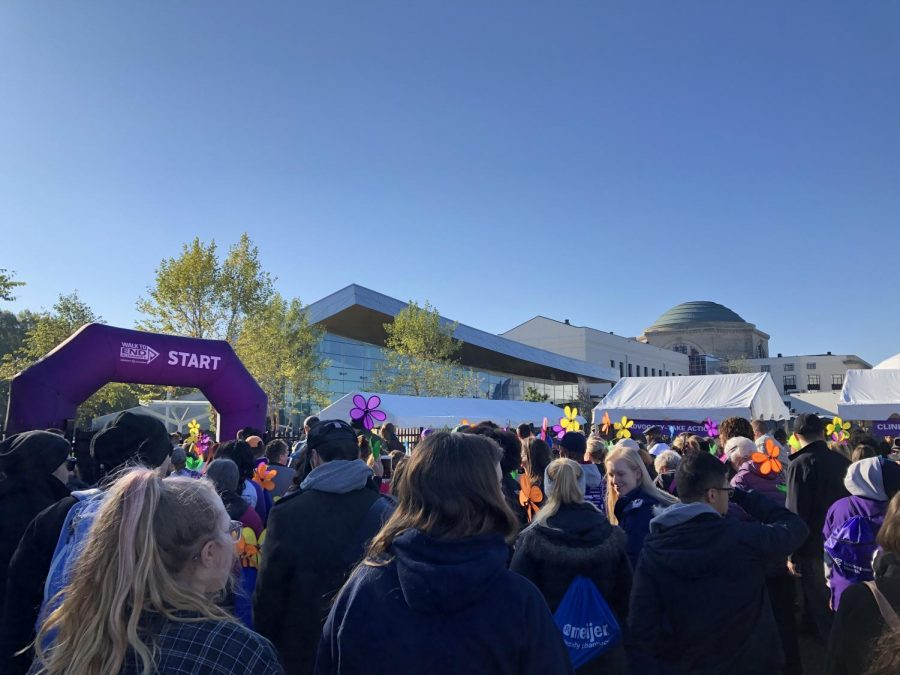The 2019 Walk to End Alzheimer's hosts thousands of walkers supporting the vision of a world without Alzheimer's.