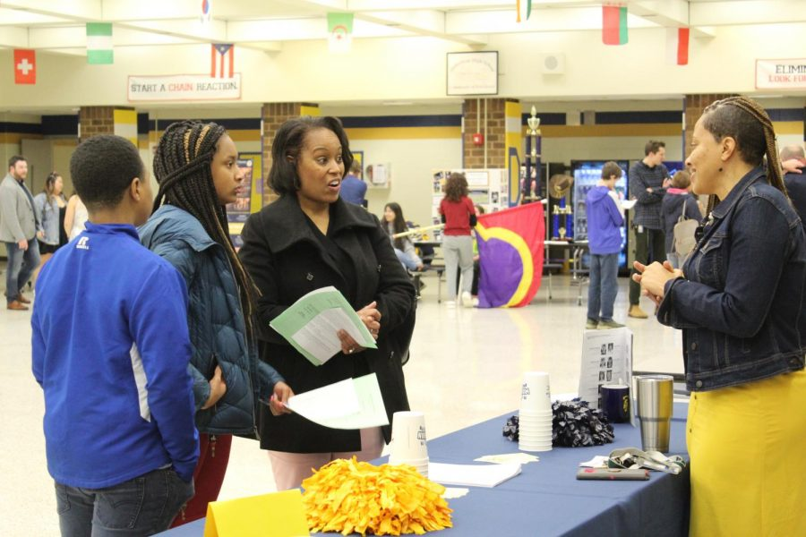 Parents and students gather at Midlothian High School for the 2020 Scheduling Night.