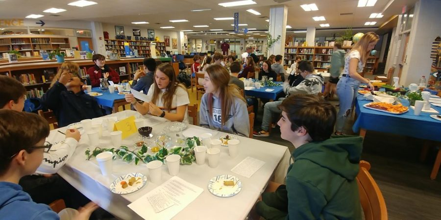 Students discuss the uniqueness of Greek culture at the Greek Symposium.