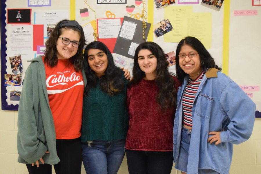 Seniors+Nora+Carlucci%2C+Anushka+Pandya%2C+Lara+Ballout%2C+and+Alex+Murias-Roman+give+advice+to+IB+underclassmen.