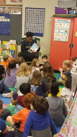 Midlothian football spreads joy of reading