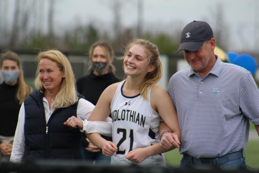 Charlie+Wilkinson+celebrates+field+hockey+senior+night+with+the+support+of+her+parents.+