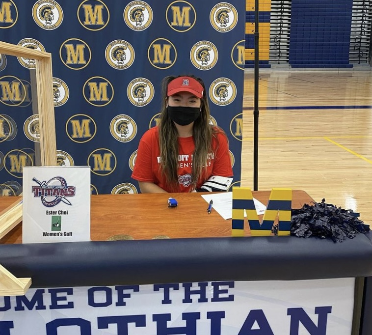 Senior+Ester+Choi+signs+to+play+golf+at+Division+1+Womens+golf+at+the+University+of+Detroit+Mercy.