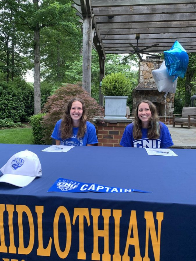 Chloe+Martin+and+Millie+Weinhold+sign+to+go+to+CNU+together.